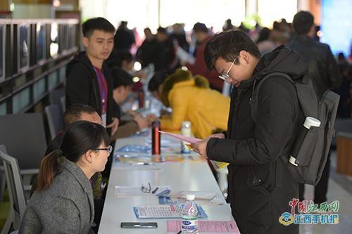 74家企業供3668個就業崗位 贛州經開區企業冬季招聘會開場