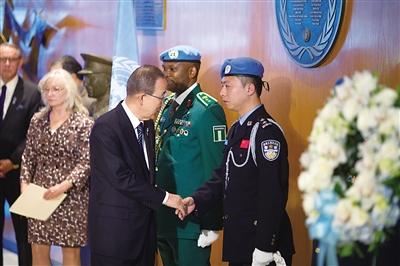 他在聯合國招維和警察